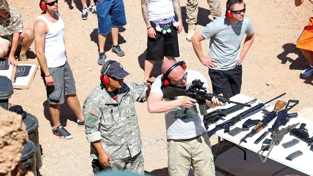 Ver elemento 1 de 8. men testing out various assault weapons at an outdoor shooting range in Las Vegas