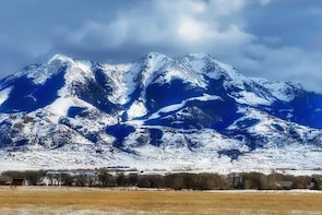 Yellowstone Winter Private Jeep Tour from Bozeman