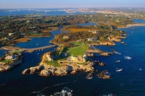 Newport Gilded Age Mansions Trolley Tour with Breakers Admission