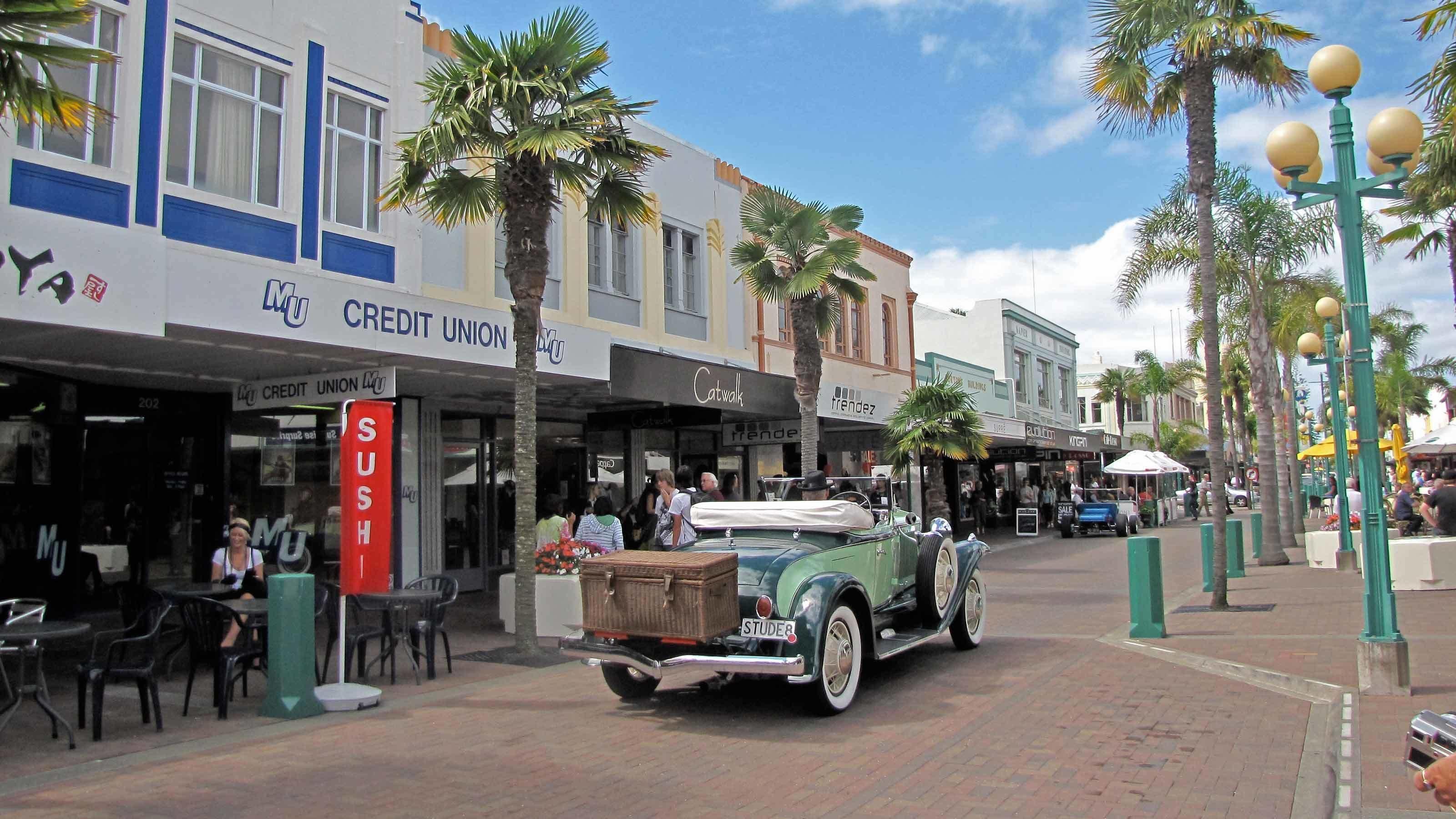 Napier Cruise Excursion – City Sights & Hawke's Bay Tour