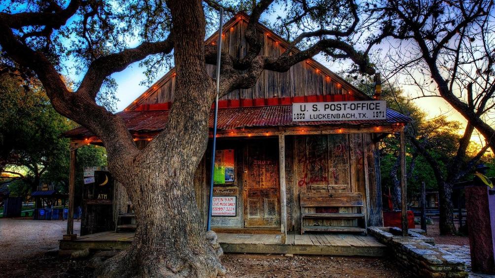 Small post office building in san Antonio