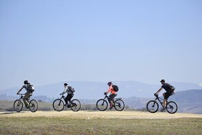 Varghis canyon e-bike tour with local cheese tasting