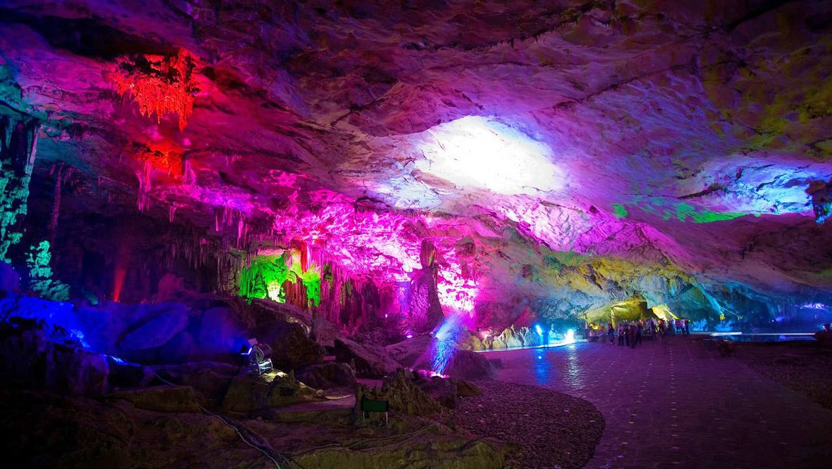 Stunning Reed Flute Cave in Guilin