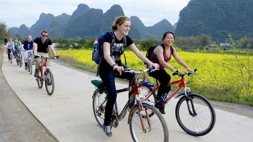 Group on Yangshuo Guided Bike Tour with Lunch