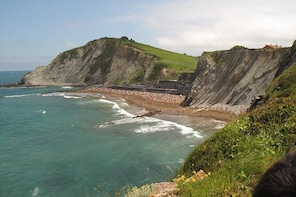 Private Tour of Game of Thrones from Biarritz (Two towns) with optional gui...