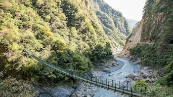 5-Day Taroko Gorge, Sun Moon Lake & Alishan Tour