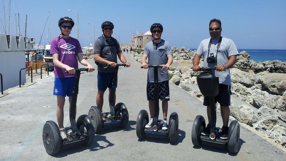 Foto 2 von 4 laden segway riders near coast in rhodes