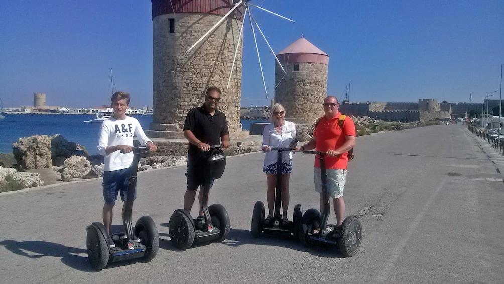 Foto 4 von 4 laden segway riders near coast in rhodes