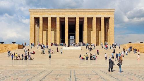 An?tkabir in Turkey with tourists outside