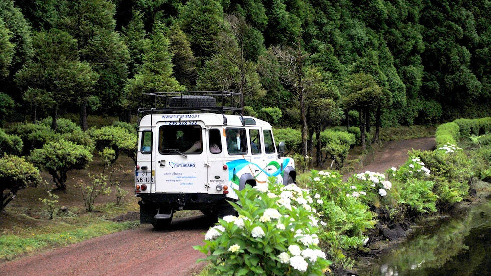 Jeep on a dirt round during Sete Cidades Half-Day Safari