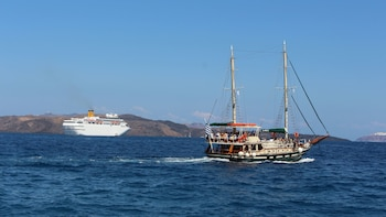Caldera by Morning & Island Cruise: Nea Kameni, Palea Kameni & Theresia