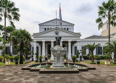 large-1024px-jakarta-indonesia-national-museum-01-d7d83371f37ef65ec3ba9177d4b6165a.jpg