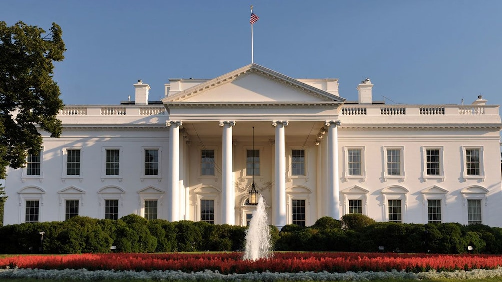 Show item 3 of 6. The White House