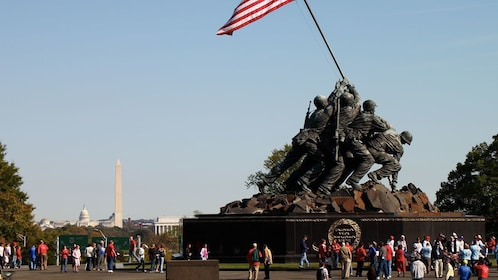 Statue of soliders raising a flag at Iwo Jima