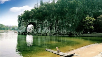 2-Day Guilin Tour & Li River Cruise by Train from Guangzhou