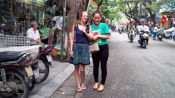 Hanoi's Old Quarter Backstreets Tour with Breakfast & Lunch