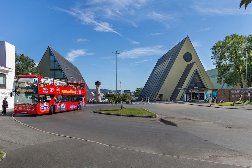 Åpne bilde 3 av 9. Oslo Hop-On Hop-Off Bus Tour