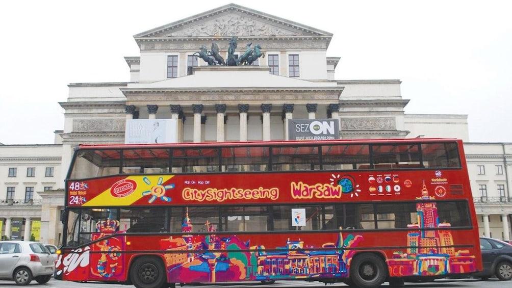 Sightseeing bus in front of Krasi?ski Palace in Warsaw
