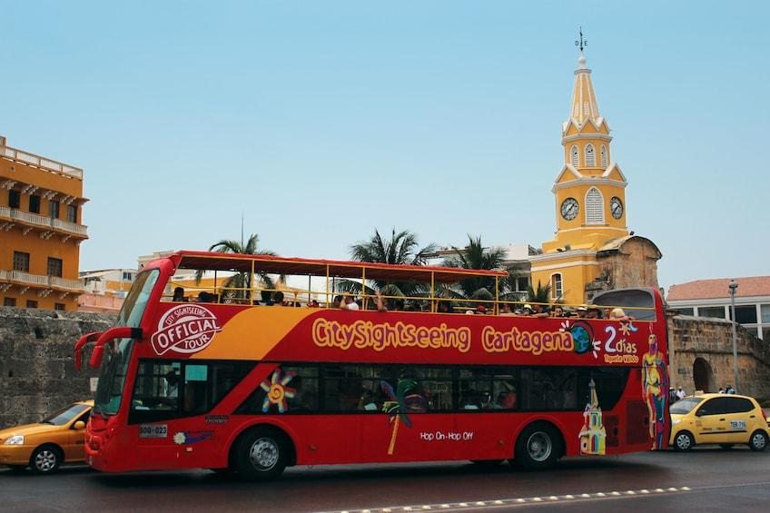 Foto 1 von 8 laden Cartagena Hop-On Hop-Off Bus Tour