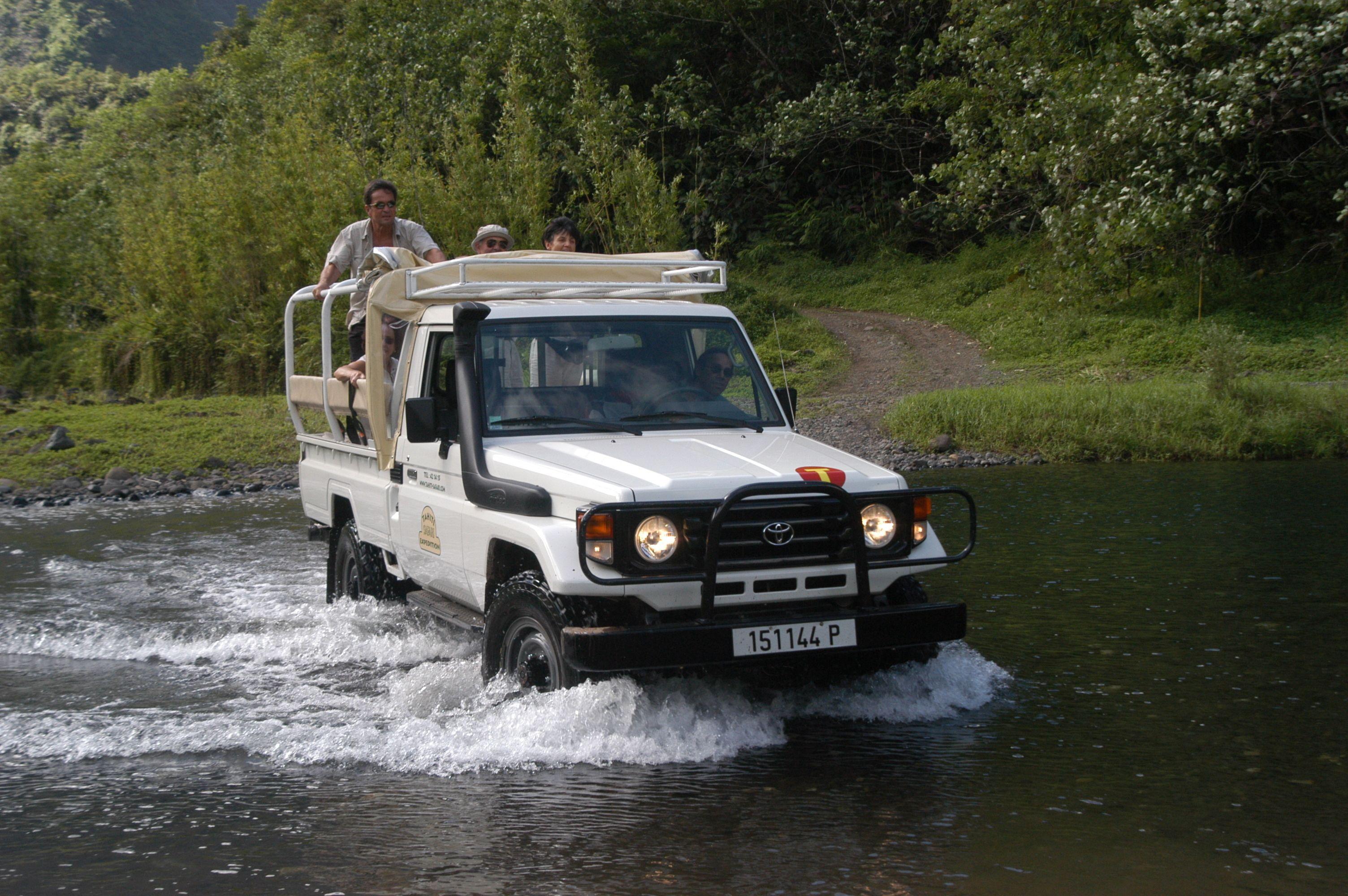 4-Wheel-Drive Mountain Safari Half-Day Tour