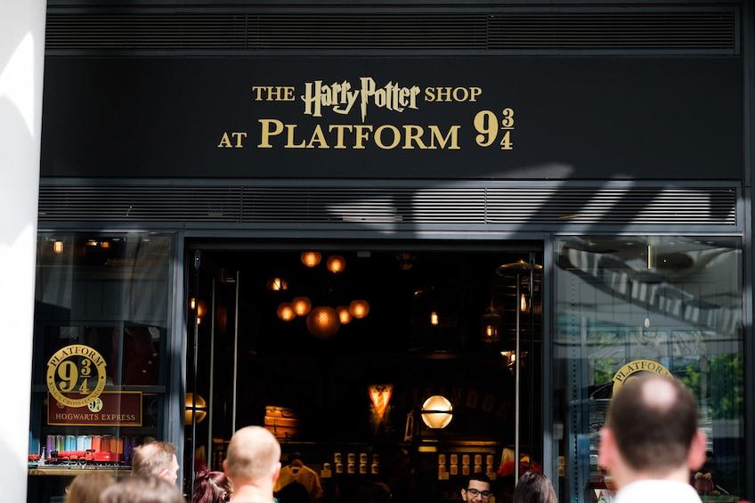 Åpne bilde 10 av 10. 3-hour Harry Potter with Platform 9 3/4 & Shop Visit