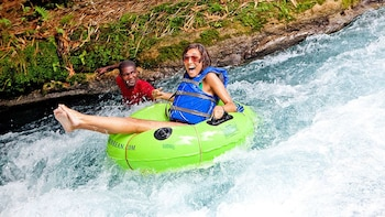Jungle River Tubing mit Transport