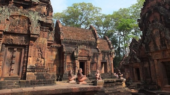 One Day Private Guide Tour to Kbal Spean & Banteay Srei