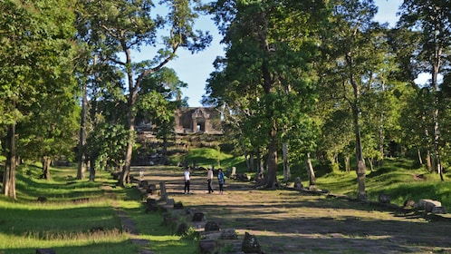 trail to temple in cambodia