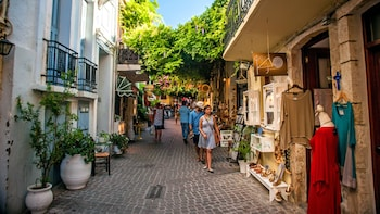 Chania: Small-Group Street Stories City Tour
