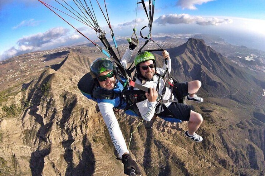 GOLD paragliding flight including videos/photos, t-shirt and a bottle of Cava