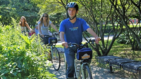 guide on bike leading other cyclists around the park in Chicago