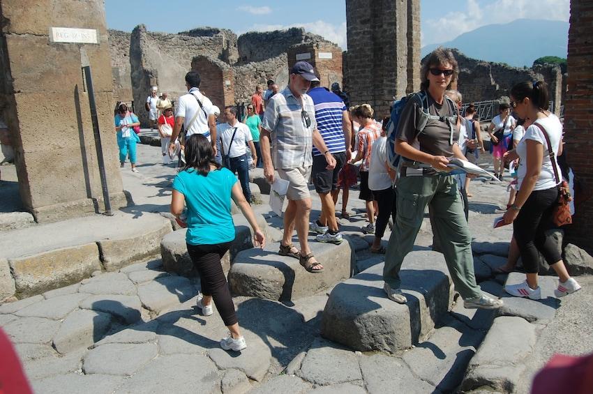 Apri foto 1 di 8. Skip The Line Trip to Pompeii by Train from Sorrento