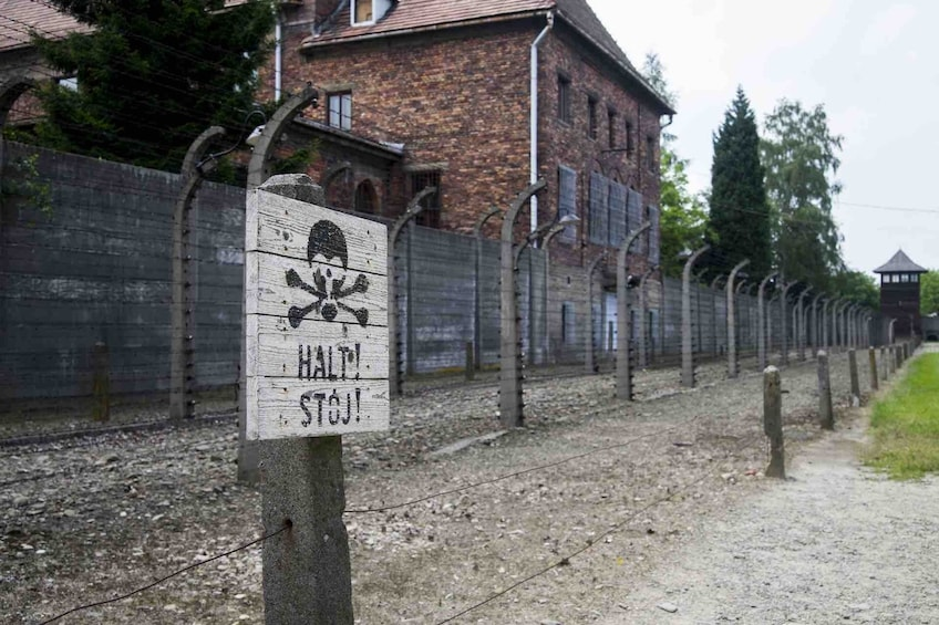 Foto 3 van 6. Guided Tour of Auschwitz-Birkenau Concentration Camp Memorial