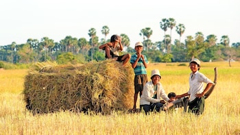 2 Days Private Guide Tour Overland Phnom Penh to Siem Reap