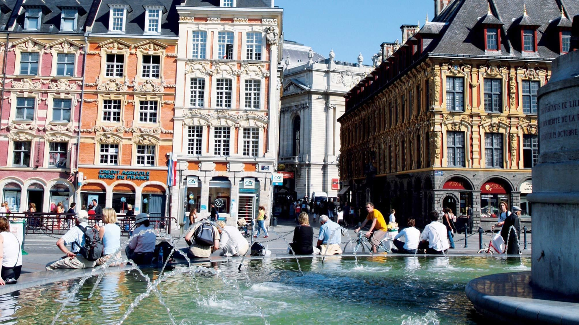 View of a fountain and buildings on the Old Lille tour