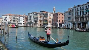 Sie erkunden Venedig auf diesem Rundgang mit Gondelfahrt