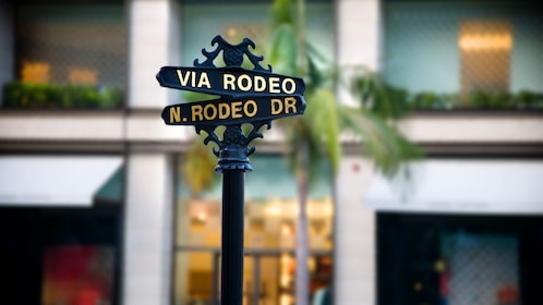 Close up of rodeo drive street sign.