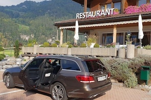 Private transfer from Arosa to Zurich Airport