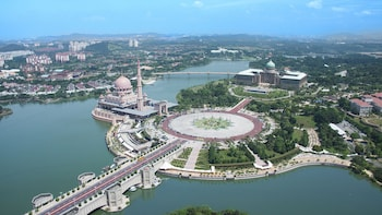 Private Putrajaya & Premium Outlet Shopping Tour