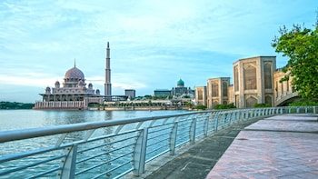 Private Putrajaya & Premium Outlet Shopping Tour