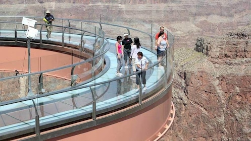 Tourists on the West Rim Tour in Las Vegas