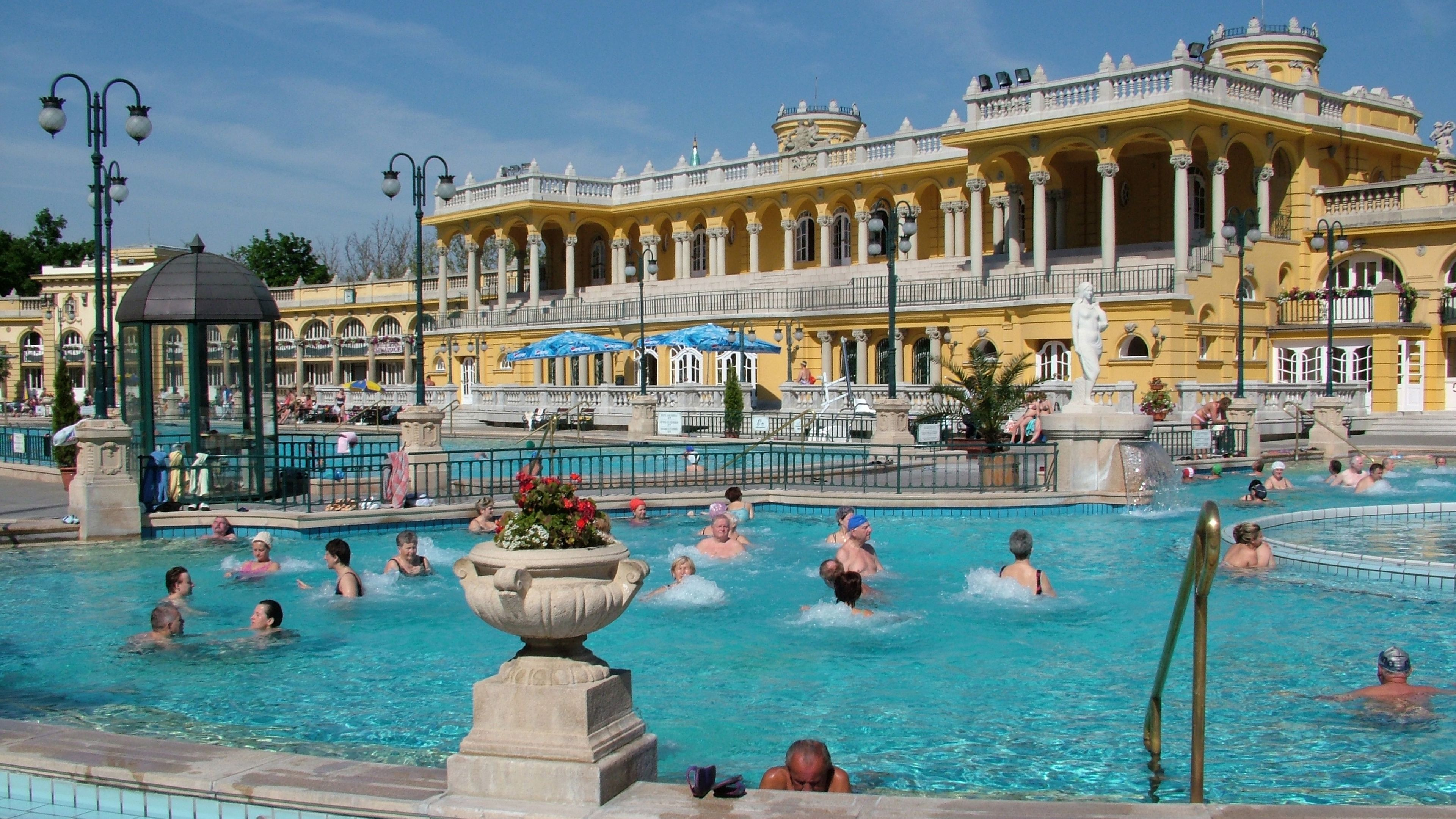 bathing pool in budapest