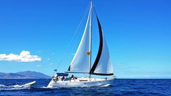 Flexi Sailing Yacht Cruise to Rhenia Island & Guided Tour of Delos