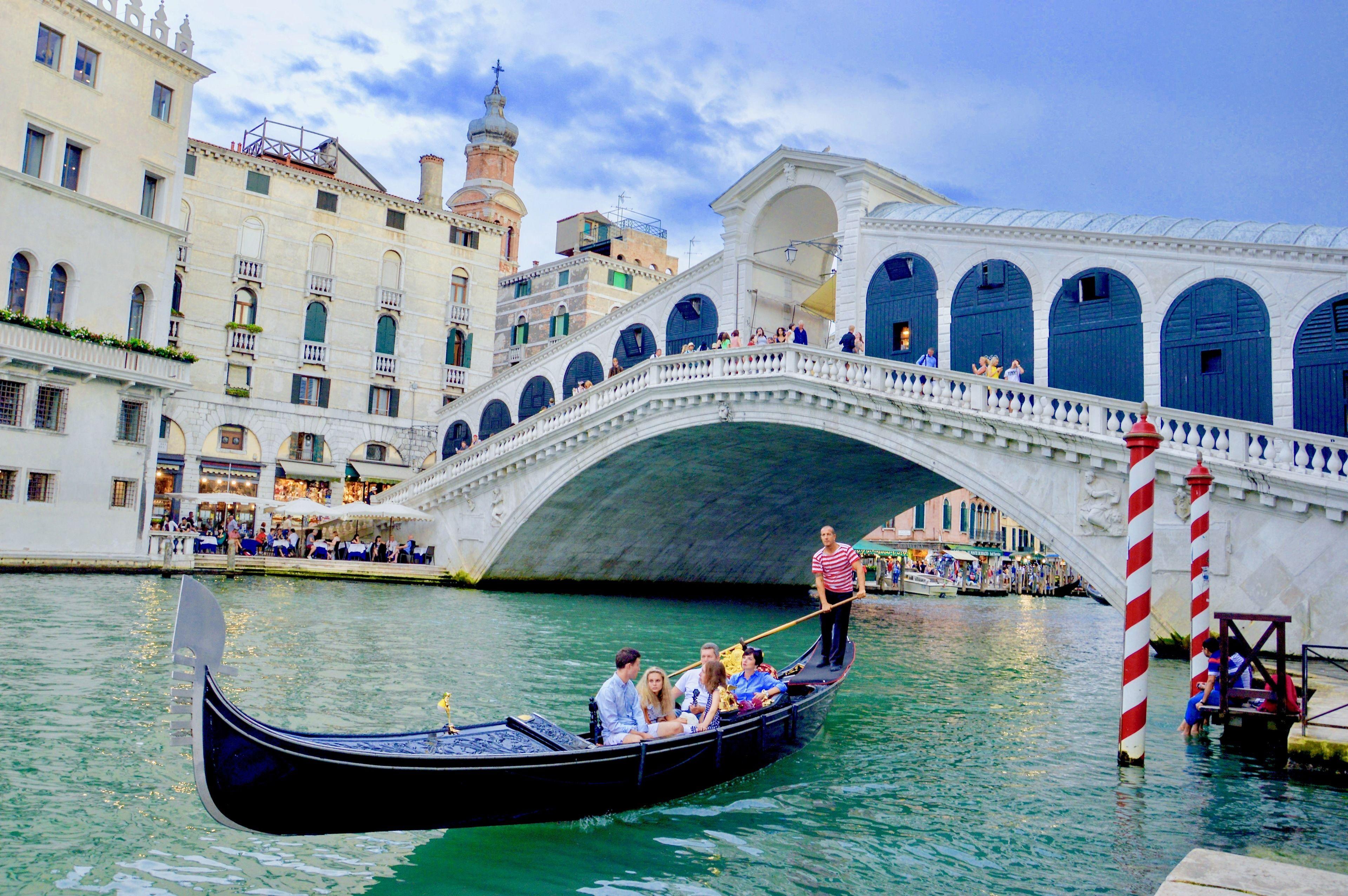St. Mark's Basilica & Doge's Palace with Gondola Ride