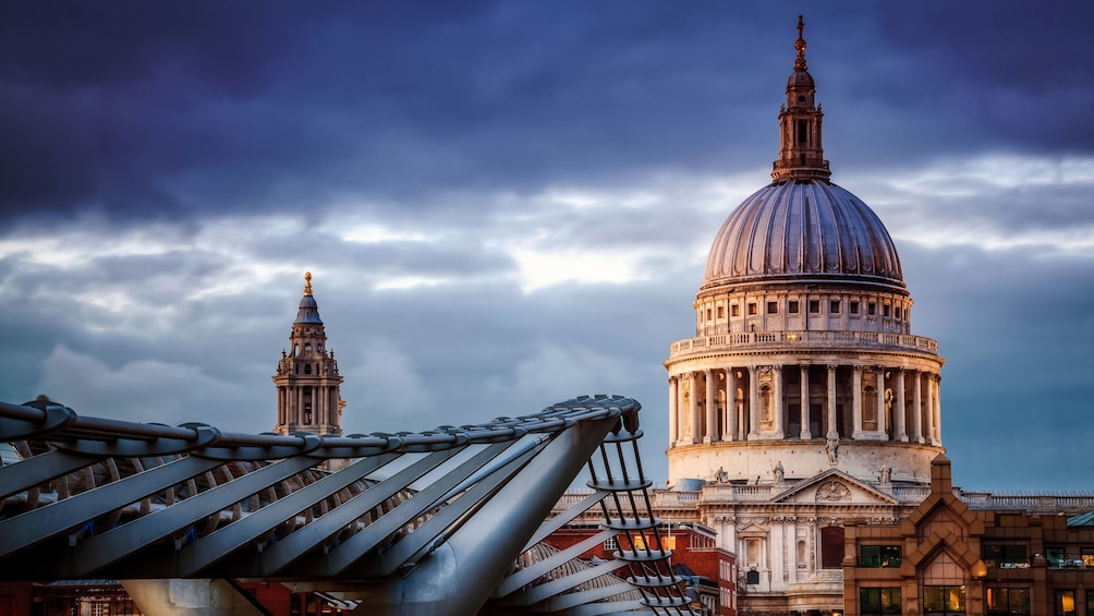 Show item 5 of 10. St Paul's Cathedral in London