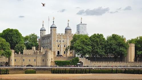 stone watch towers surrounding tower of london