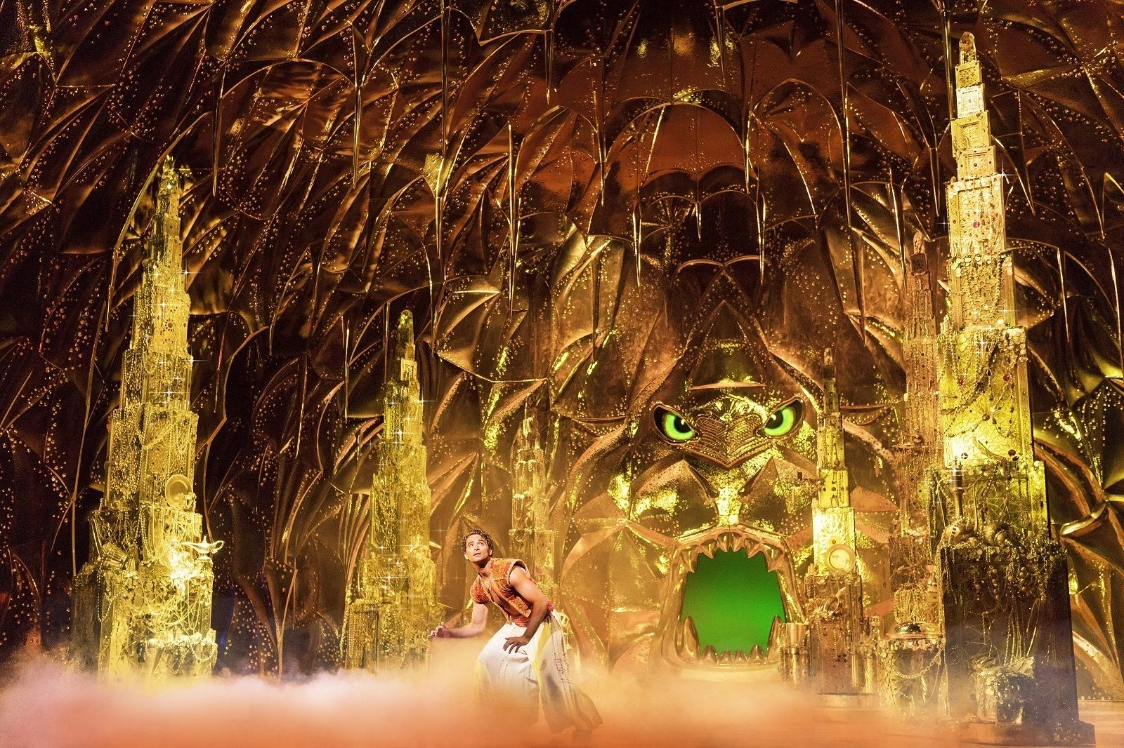 01 Aladdin (Matthew Croke) inside the Cave of Wonders - photo by Deen van Meer -® Disney.jpg