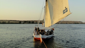 Small-Group Treasures & Tut Tour with Felucca Cruise & Lunch