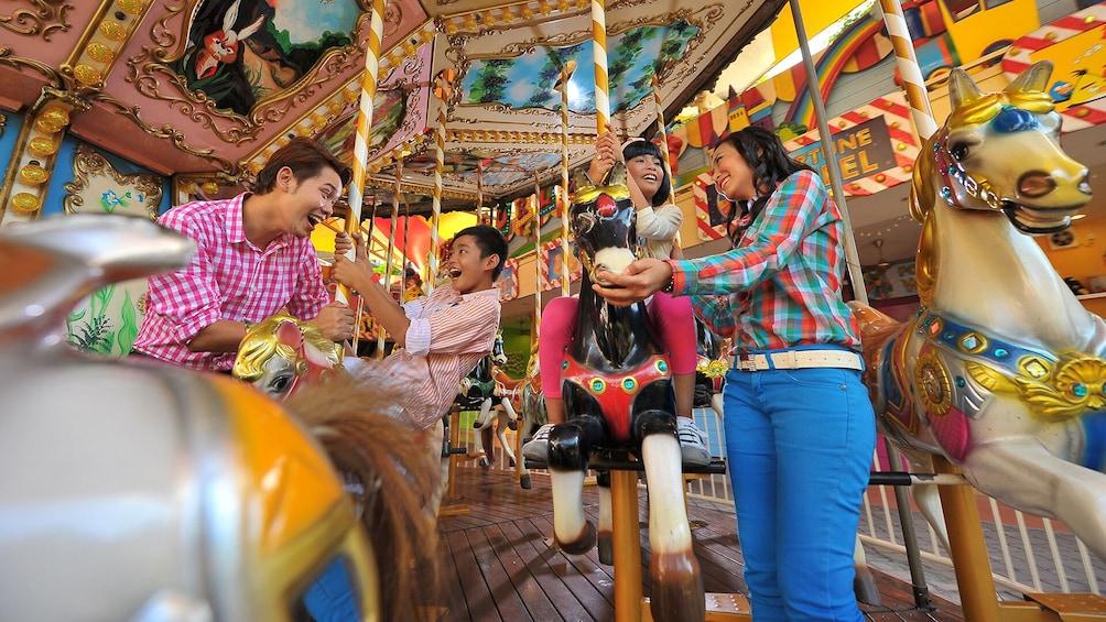 Lataa valokuva 5 kautta 10. Private Sunway Lagoon Theme Park with Transfer