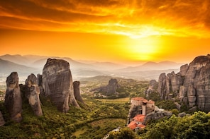 3-Day Rail Tour to Meteora from Athens with Accommodation